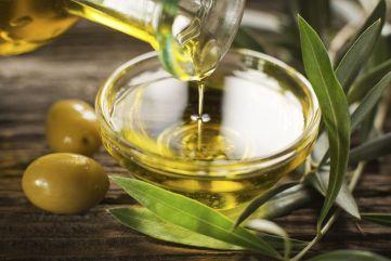Olive-Oil-by-dulzidar-iStock-360-Getty-Images-569fcc673df78cafda9e61b7.jpg